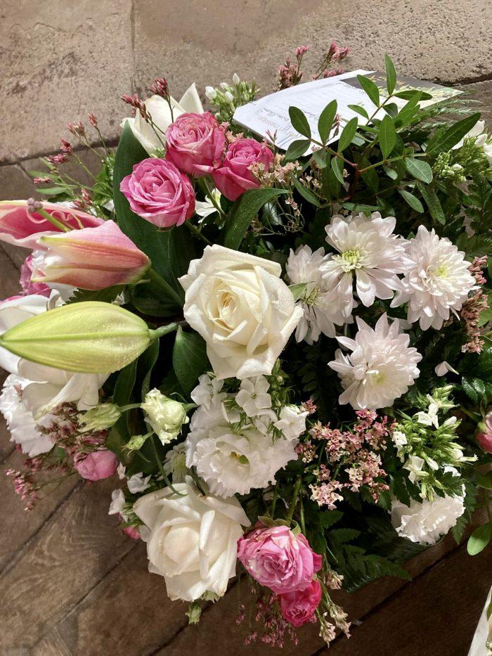 fleurs roses et blanches deuil Saint Cloud le Chapelin Fretz