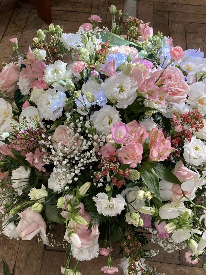 fleurs blanches et roses claires deuil Saint Cloud le Chapelin Fretz