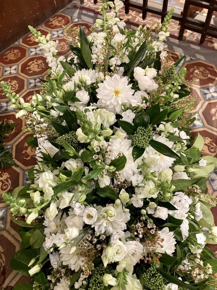 gerbe de fleurs blanches deuil saint coud le Chapelin Fretz
